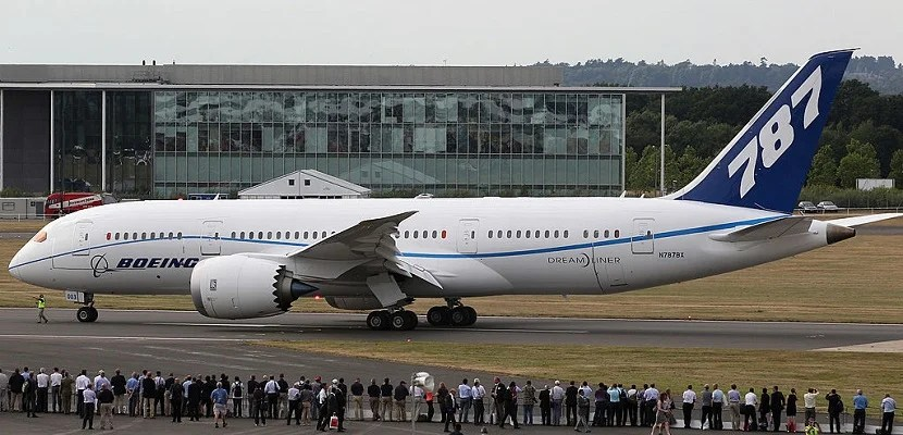 FARNBOROUGH, ENGLAND - JULY 20:  The new Boeing 787 Dreamliner prepares for take-off at the Farnborough Airshow on July 20, 2010 in Farnborough, England. The Farnborough International Airshow is the biggest event of it's kind attracting people from all over the world. The show traditionally sees the announcement of orders for military jets but due to government's defence budgets being slashed to help reduce huge public deficits, major deals may be scarce.  (Photo by Dan Kitwood/Getty Images)