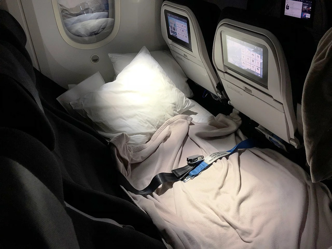 Air Sofa ár Review Air New Zealand S Skycouch 787 9 From Auckland To Houston