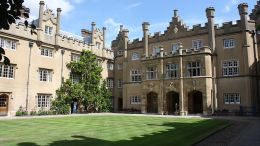 1024px-Sidney_Sussex_College,_Cambridge,_July_2010_(04) (1)