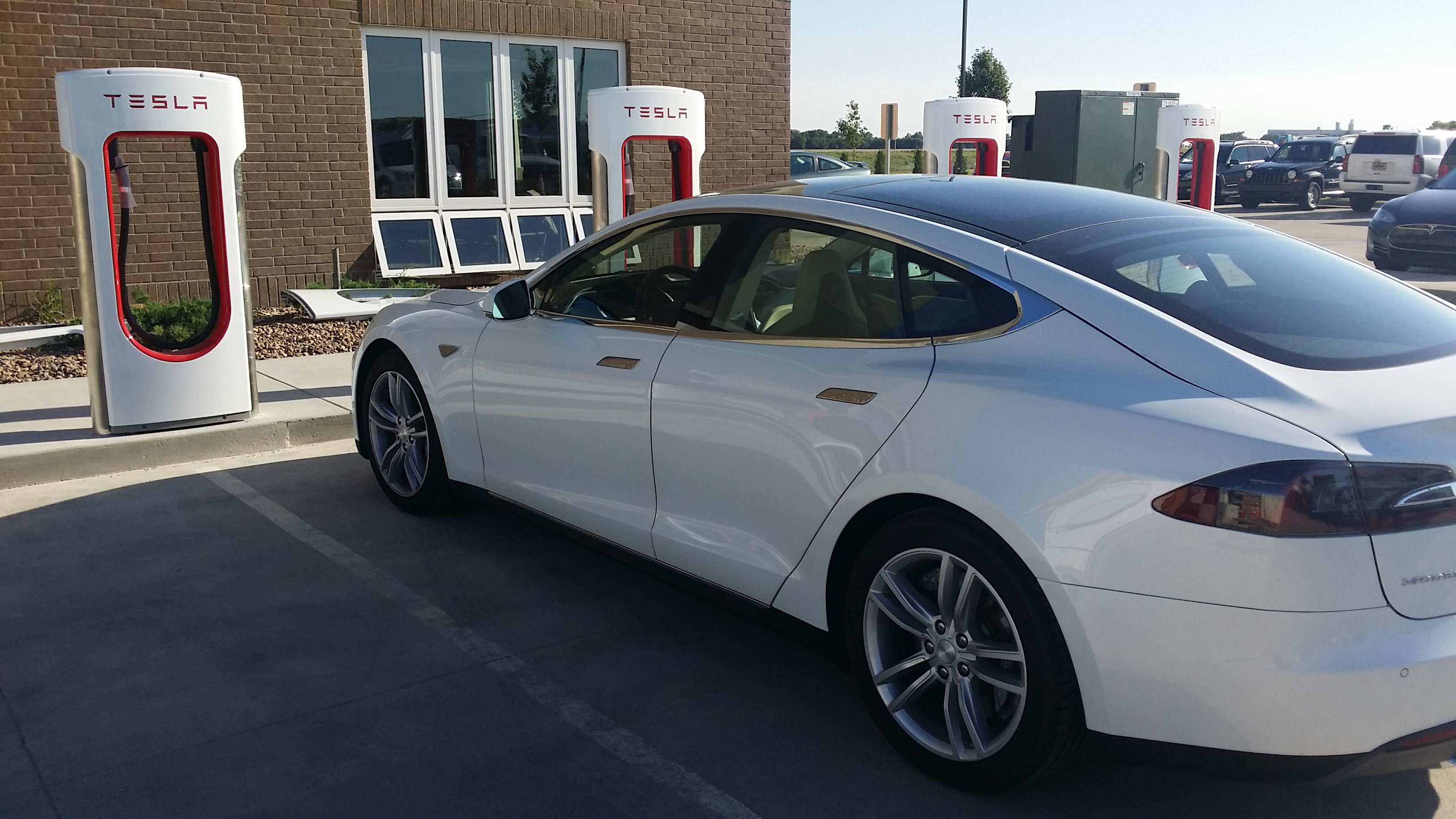 More Tesla Service Centers To Open Auto Electrical Wiring Diagram Unitrol Tm4 Installs Charging Stations In Salina
