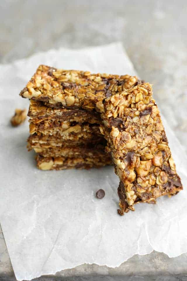 Amazing chewy granola bar recipe. Full of chocolate chips, nuts, and oats! A tasty homemade snack.