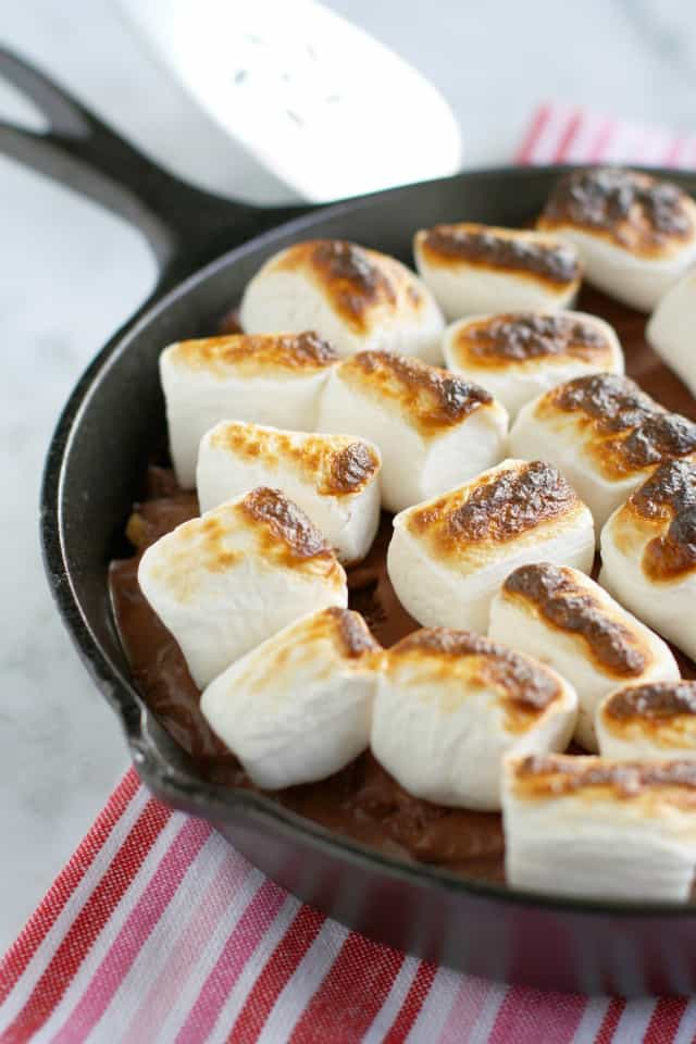 Easy S'mores Ice Cream Pie. - The Pretty Bee