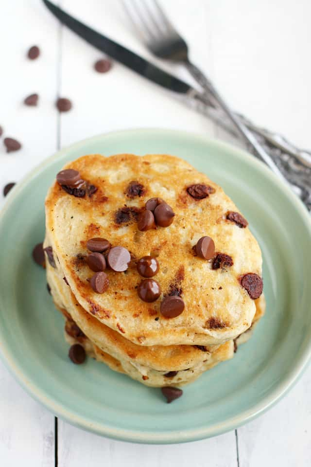 These vegan chocolate chip oatmeal pancakes are perfect for a special weekend breakfast! #ad #vegan