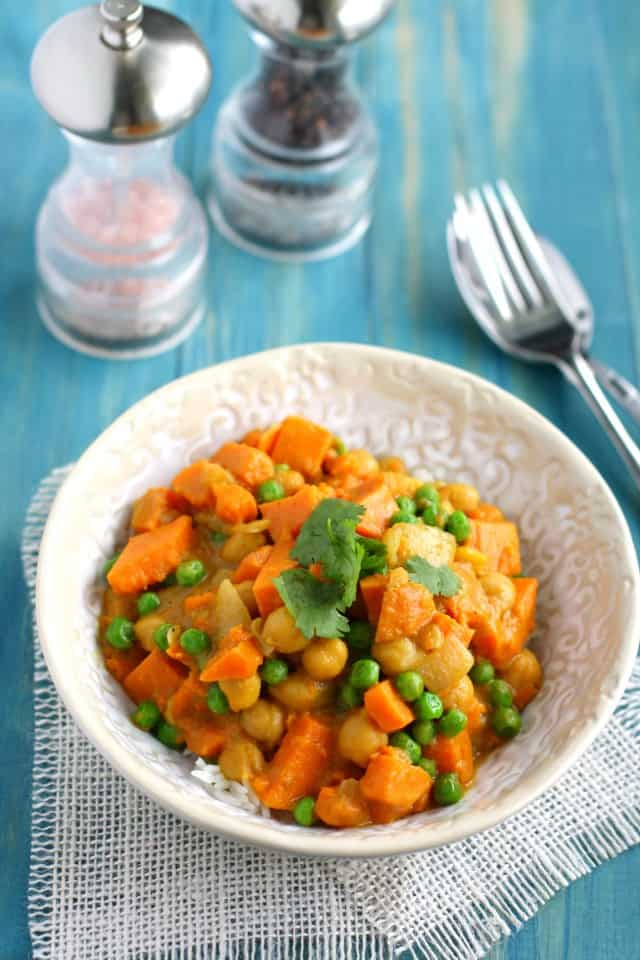 Creamy and comforting sweet potato curry recipe - an easy and healthy dinner! Vegan and gluten free.