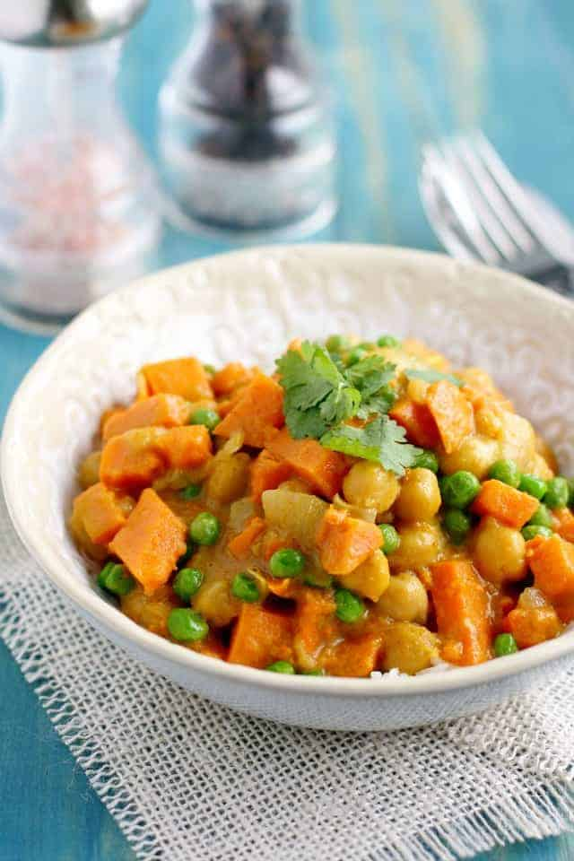 You need to make this easy recipe SOON! Creamy and comforting sweet potato curry recipe - an easy and healthy dinner!