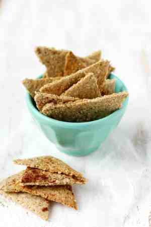 Easy gluten free cinnamon sugar oatmeal cracker recipe. Kids love this healthy snack!