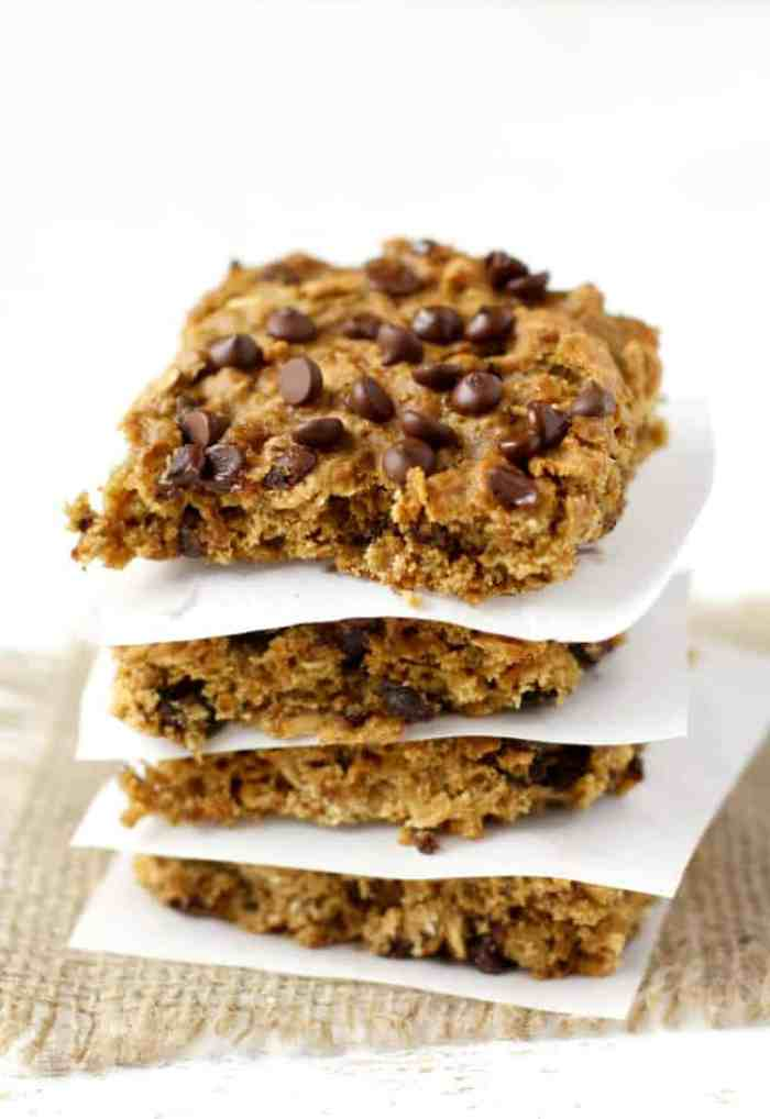 Easy and delicious banana oatmeal breakfast bars. These are gluten ...