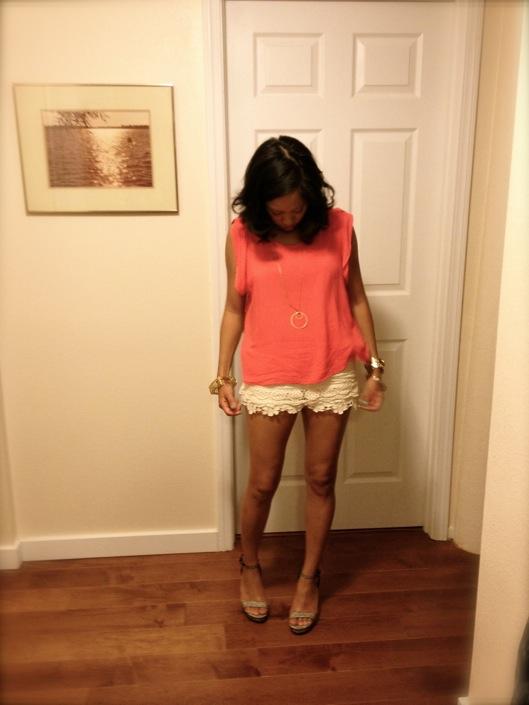 split back blouse, jewelmint birdcage bangle, lace shorts, Hawaii Street Style