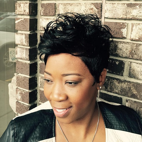 black short messy hairstyle