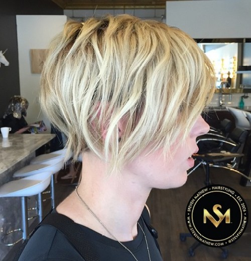 Wavy Blonde Hairstyle For Short Hair