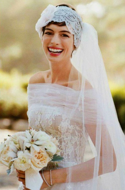 Hairstyles For Short Hair Using Headband : Short Wedding Hairstyle With A Lace Headband