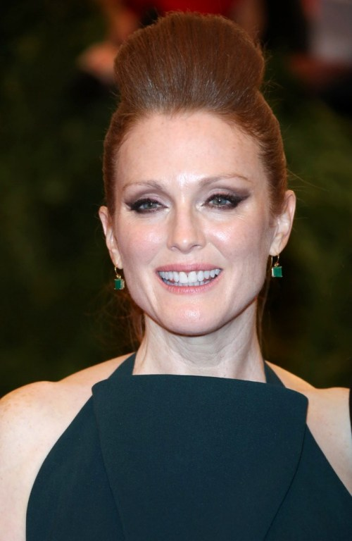 Julianne Moore bouffant updo