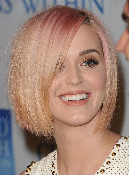 Straight bob with shimmering colour
