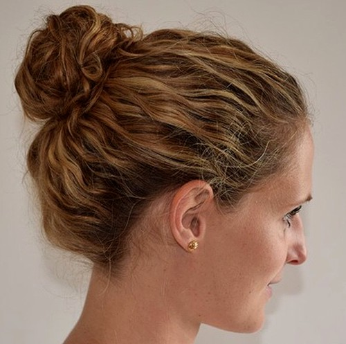 messy bun for wavy hair