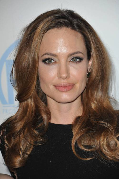 Angelina Jolie caramel highlights