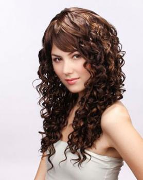 long curly hairstyle for a square face