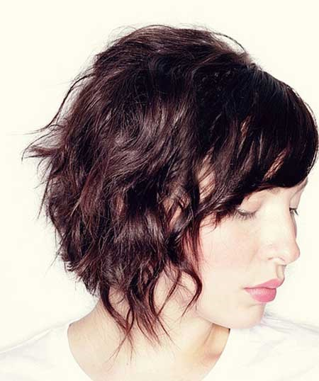 shaggy hairstyle for short wavy hair