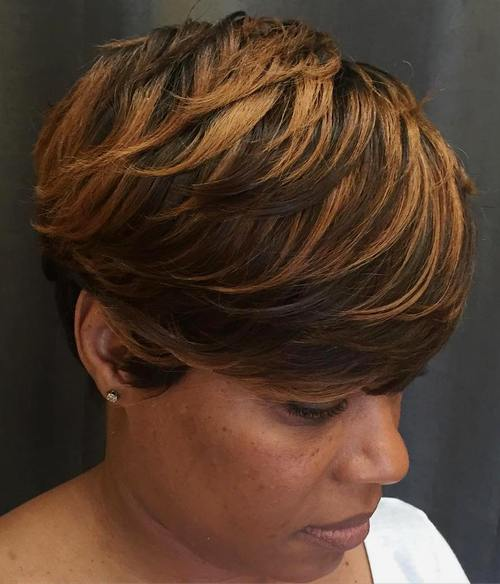 short layered haircut with highlights
