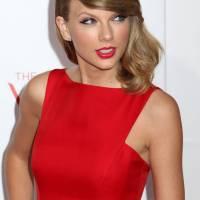 Taylor Swift mediun blonde hairstyle