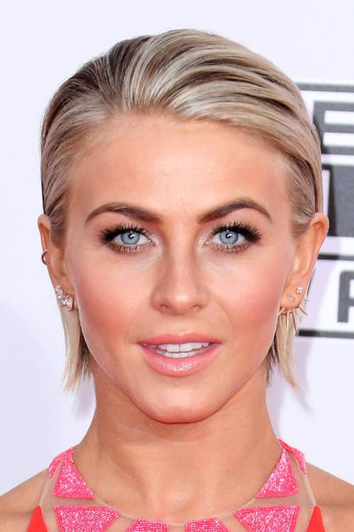 Julianne Hough short hairstyle with highlights