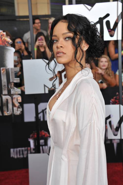Rihanna curly updo idea for valentines day