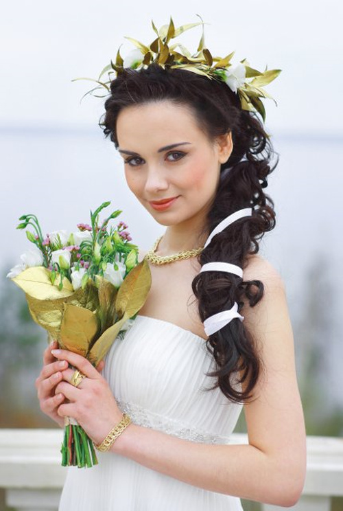 side hairstyle with flowers for beach wedding
