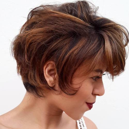 Short Brown Hairstyle With Caramel Highlights