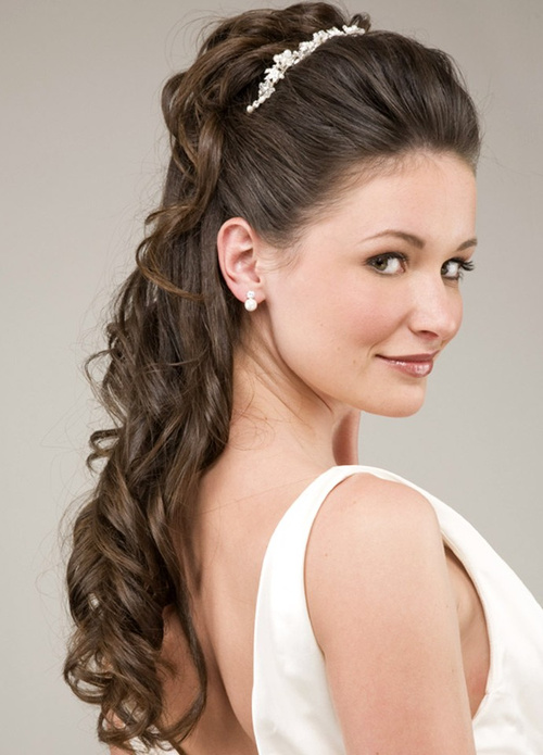 long curly hairstyle for brides