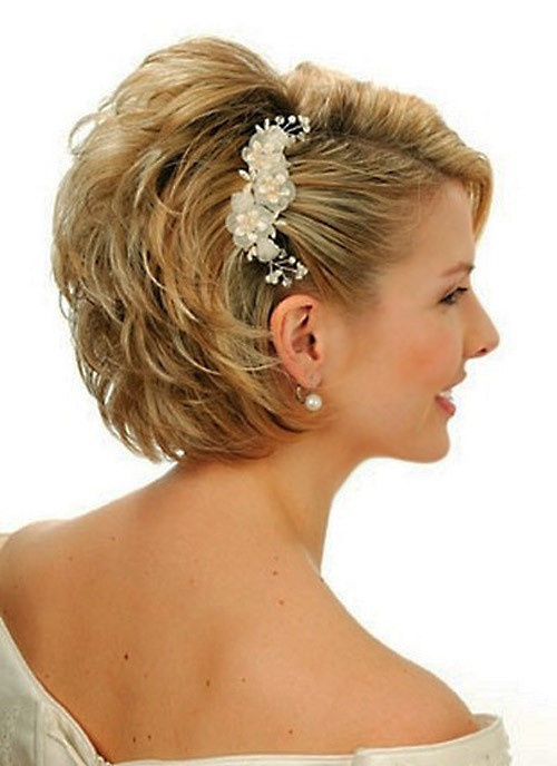 voluminous short hairstyle for brides