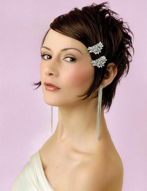 short bridesmaid hairstyle