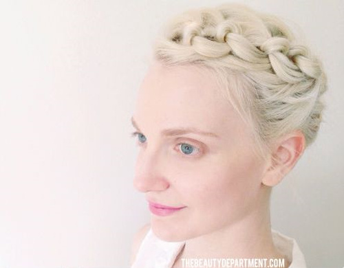 cute knotted updo for short hair
