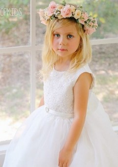 quick flower girl hairstyle