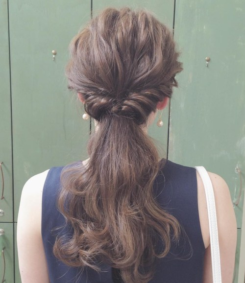 flip in pony for textured hair