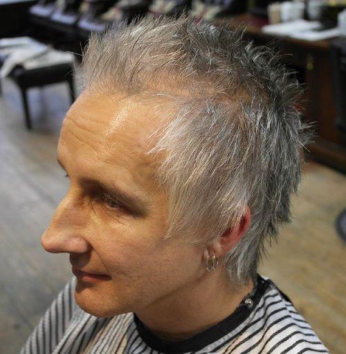 spiky gray hairstyle for older men