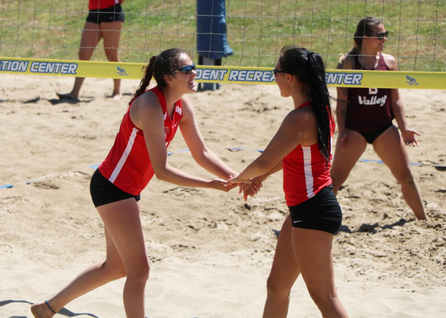 Team 1 Büromöbel Bakersfield College S Beach Volleyball Team Wins Back To Back