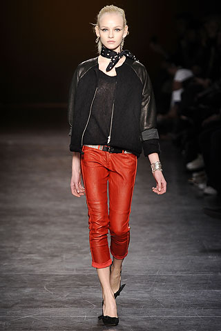 isabel bandana FALL 2010   BANDANARAMA:  A trend slowly emerges   The Sche Report / Margaret Sche