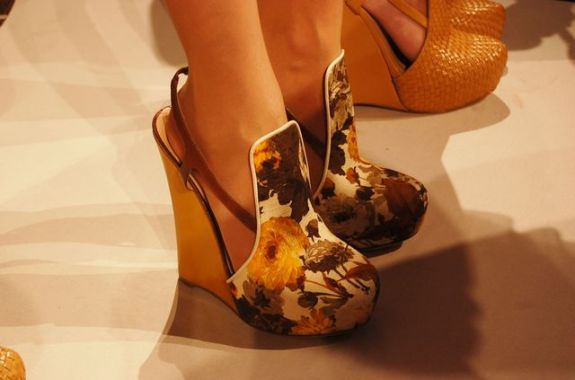 6a00e5508e95a9883301348753656d970c 640wi SPRING 2011 SHOE COLLABORATIONS TO COVET   The Sche Report / Margaret Sche