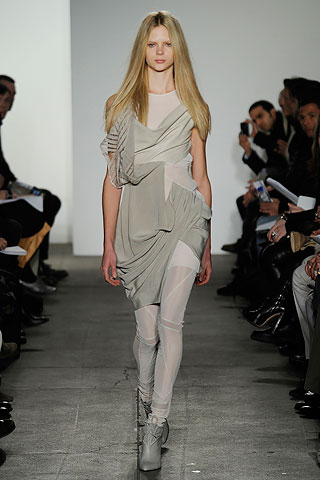 ohne titel draping NYC FASHION WEEK:  ONES TO WATCH   The Sche Report / Margaret Sche