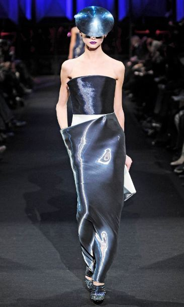armani runway 2 ARMANI SETS THE DIGITAL TONE FOR 2012   The Sche Report / Margaret Sche