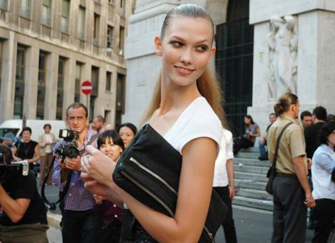 street style 2 FALL 2011 TREND ALERT: THE ENVELOPE CLUTCH   The Sche Report / Margaret Sche