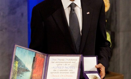 President_Barack_Obama_with_the_Nobel_Prize_medal_and_diploma