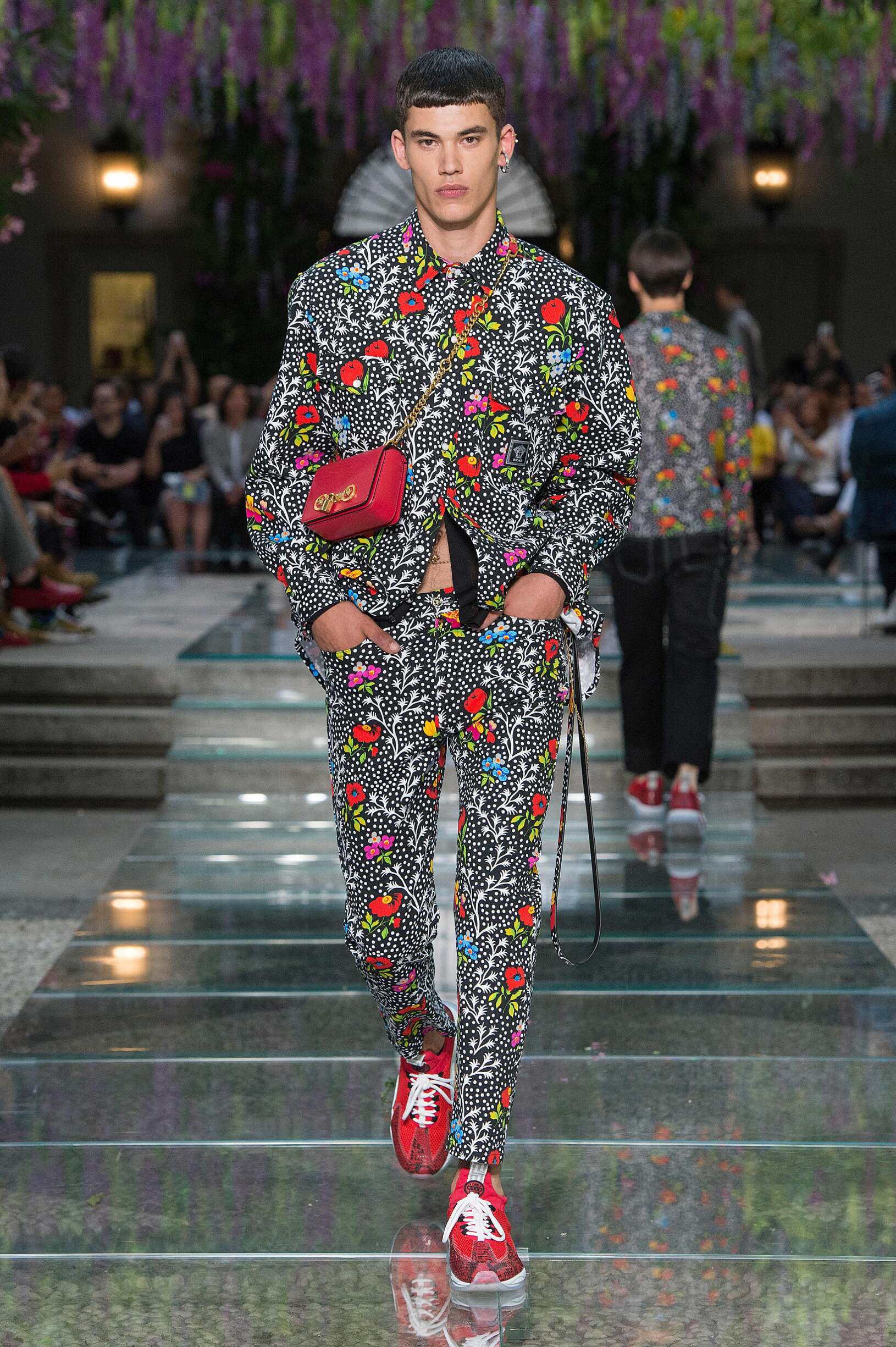 Sommer Looks Versace Spring Summer 2019 Men's Collection | The Skinny Beep