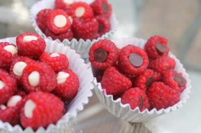 Raspberries with dark chocolate chips in cupcakes holders