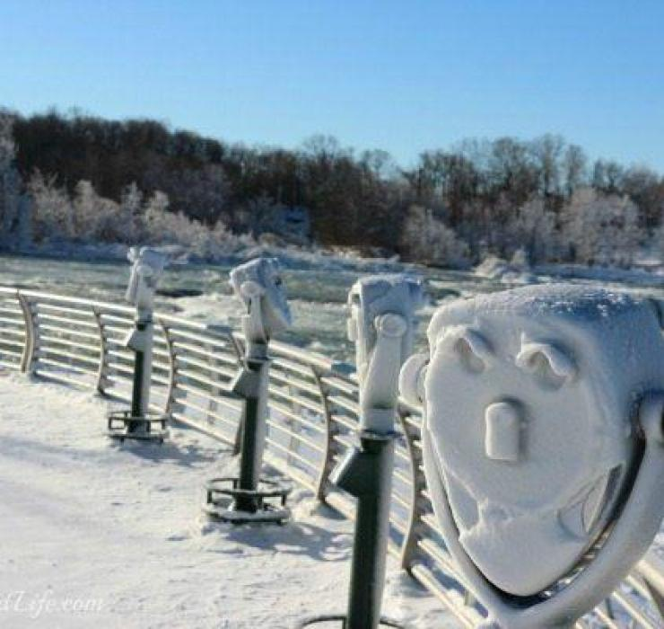 A snow covered viewfinder in Niagara Falls. Courtesy of Ann's Entitled Life.