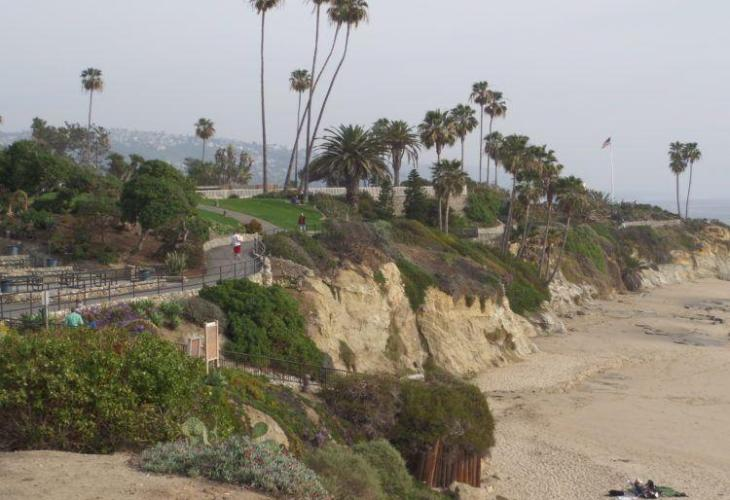 Laguna Beach walking trail. Travel to this California city and experience all the beautiful Laguna Beach Attractions.