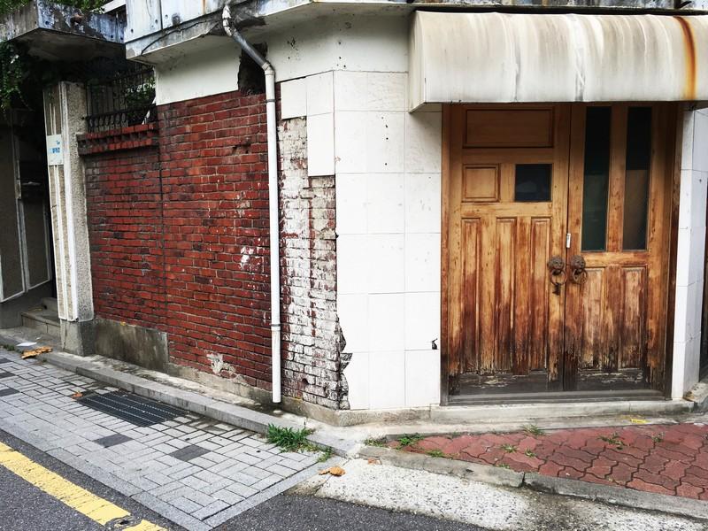 Yeonnam-dong, Seoul, Korea: Doorway