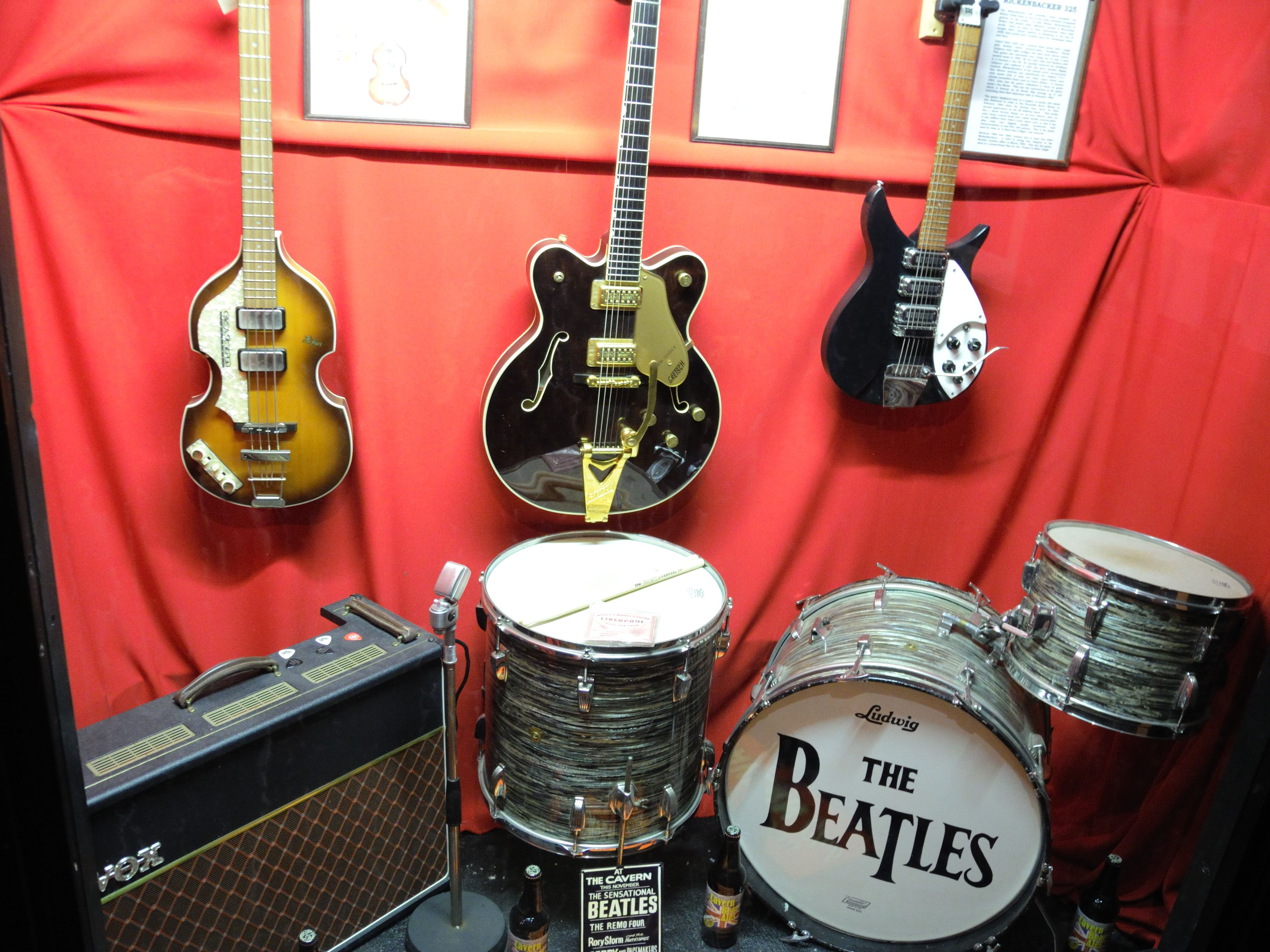 Nikon P7000 Liverpool Part 3: The Beatles | The Sound Of My Camera