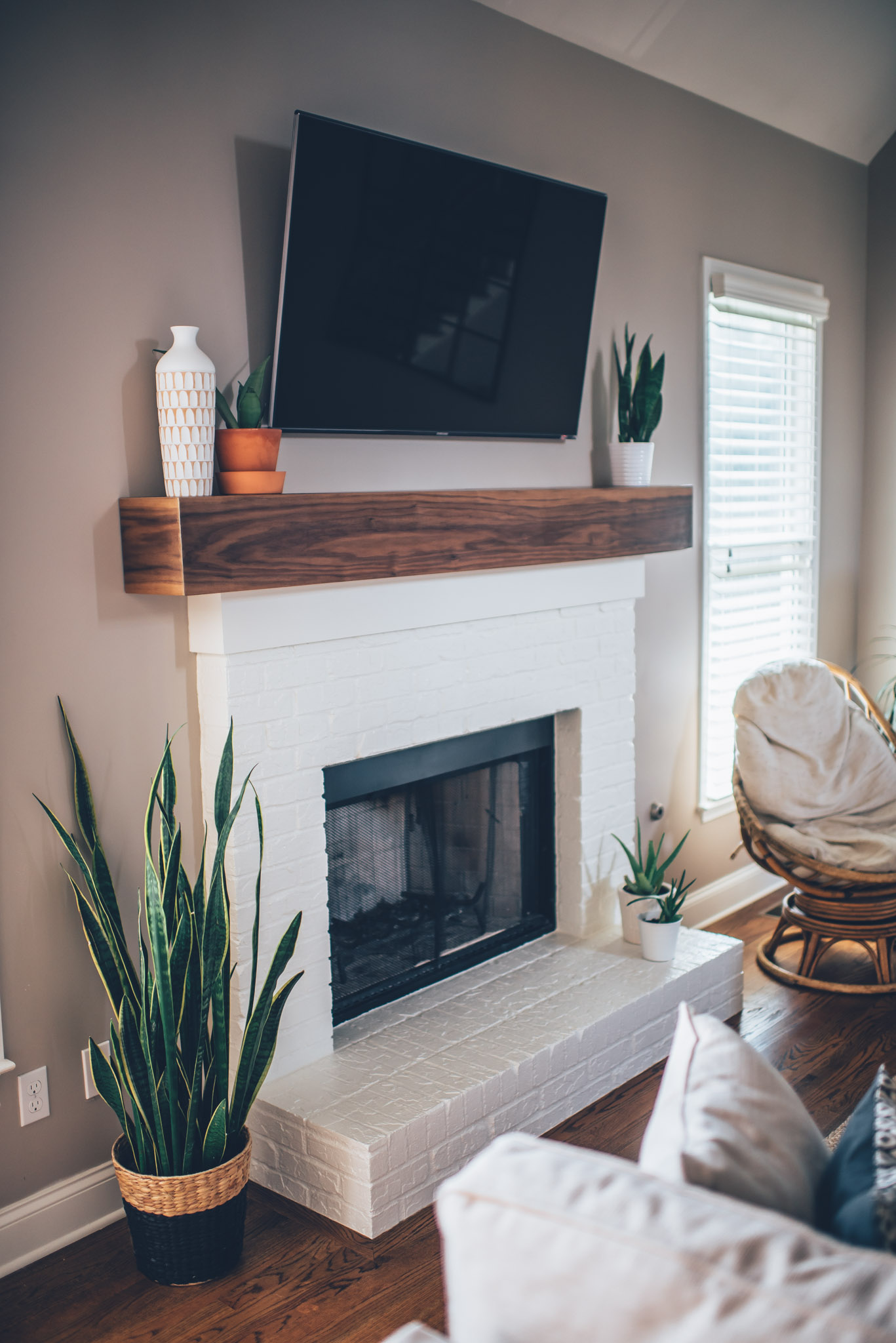 Brick Craftsman House Modern White Brick Fireplace & Walnut Mantel Diy – The