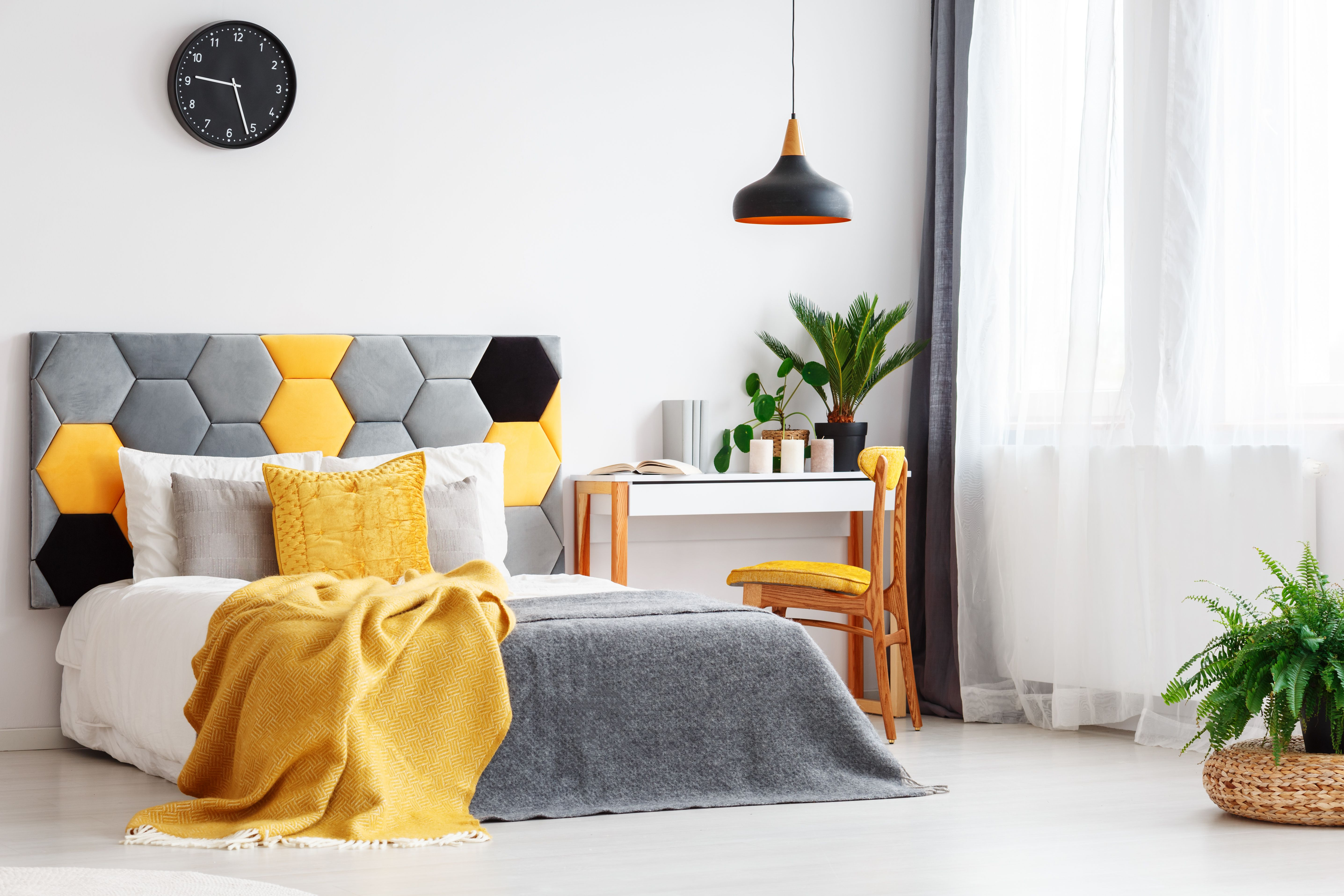 How To Decorate A Yellow Bedroom How To Decorate A Bedroom With Yellow