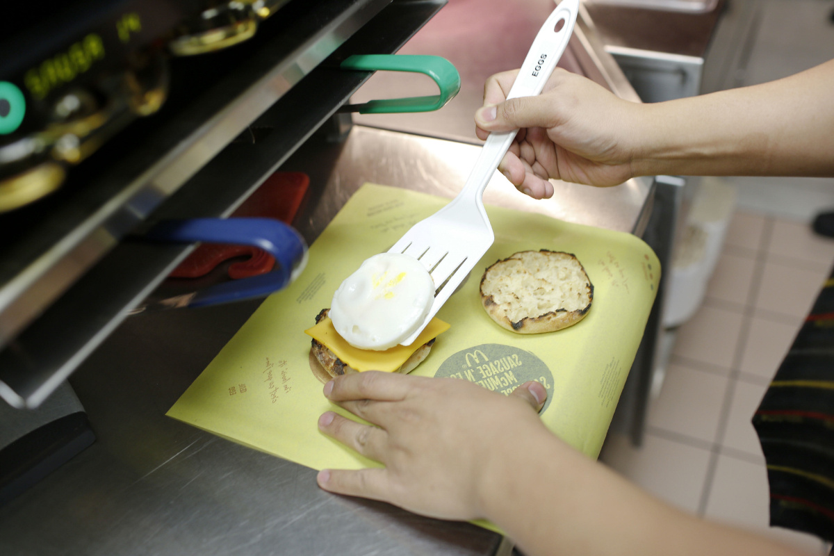 Mcdonalds Kitchen Equipment List Mcdonalds A Andw Serve Up All Day Breakfast Across Canada